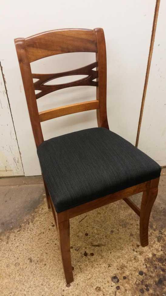 Alter Stuhl restauriert mit Hartpolster