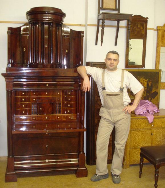 Möbelrestaurator Alex Melnik